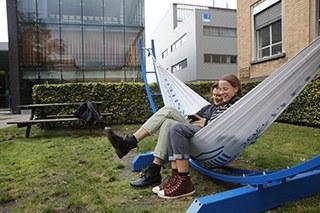 UGent-hangmat in de binnentuin