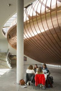 Students in the Agora at campus Coupure