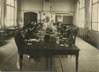 Practicum aan de Rijkslandbouwhogeschool  © Universiteitsarchief Gent (large view)