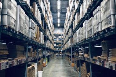 warehouse - by Ruchindra Gunasekara (@ruchindra unsplash.com) (large view)