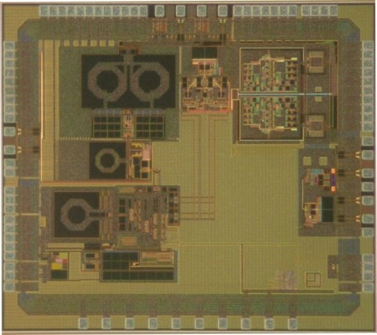 CMOS RF front-end chip including LNA, PA, IQ mixer and baseband filters