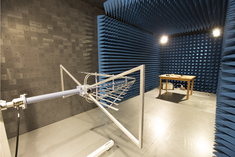 Semi-anechoïsche kooi in EMC labo