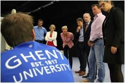 Prof Anne De Paepe (rector UGent) en Dr Jacques Rogge (ere-voorzitter IOC) bezoeken het laboratorium (foto: Wim Hamiaux)
