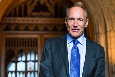 Sir Tim Berners-Lee (Source: https://nl.wikipedia.org/wiki/Tim_Berners-Lee#/media/Bestand:Sir_Tim_Berners-Lee.jpg)