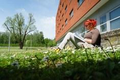 Studeren in de tuin van Home Bertha De Vriese