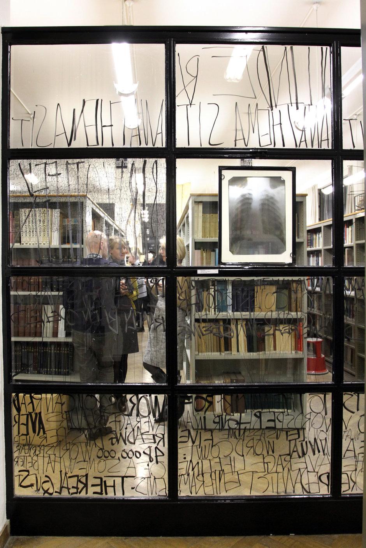 2011. Tentoonstelling Art(silence): een compilatie van het werk van 60 kunstenaars die in de Kunstbib exposeerden.
