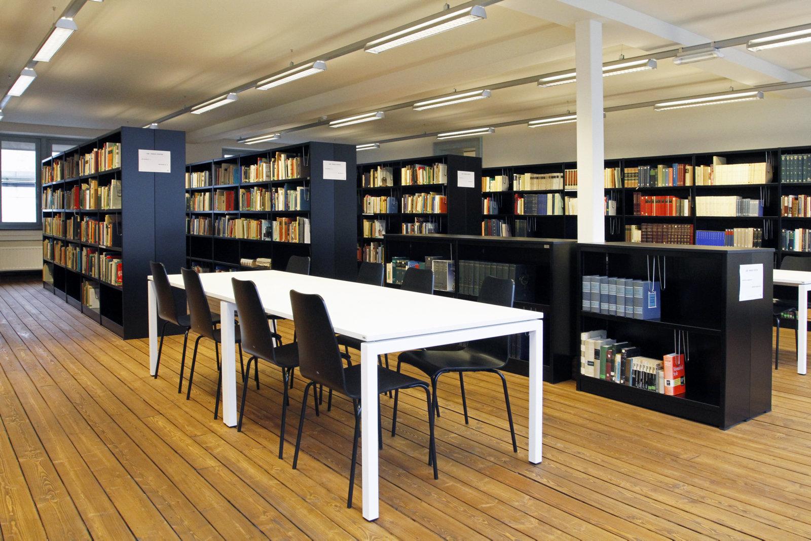 Faculteitsbibliotheek 2012.