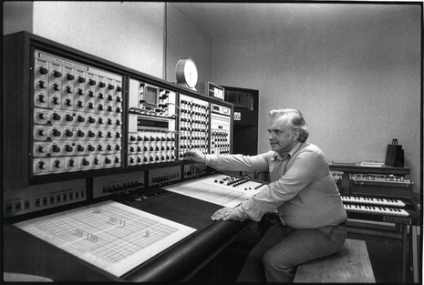 Lucien Goethals was an important Flemish composer and director of IPEM UGent, who worked also with the EMS Synthi 100