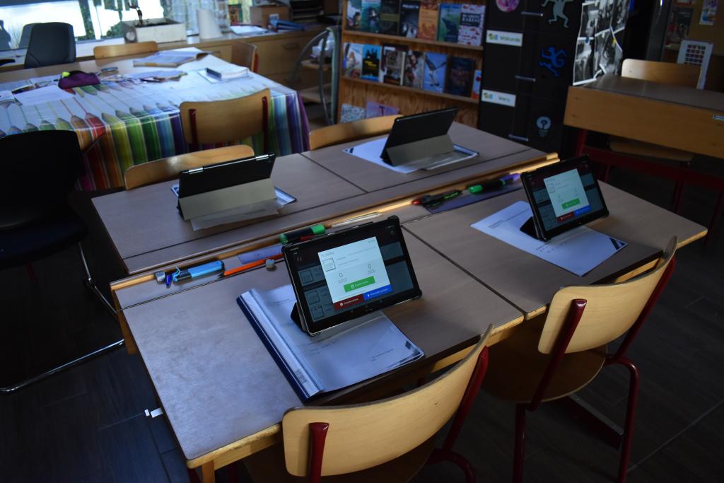 De tablets staan klaar voor de kinderen