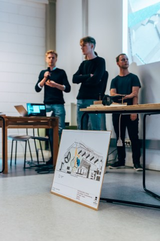 Studenten biologie en industrieel design presenteren de oplossingen die zij bedachten voor een groenere en socialere campus op de eindpresentatie van de 'Ecodesign Challenge', een samenwerking met BOS+, het departement Milieu, de faculteit Wetenschappen, Vlaanderen Circulair en GLIMPS