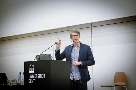 Maarten Boudry, houder van de leerstoel Etienne Vermeersch, geeft openingscollege over corona, wetenschap en kritisch denken.