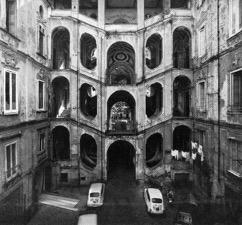 Pronkstuk en gebruiksvoorwerp: achttiende-eeuwse napolitaanse trappenhuizen